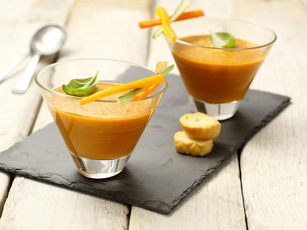 Gazpacho giallo con succo di pomodoro Cirio 200ml, carota e peperone giallo